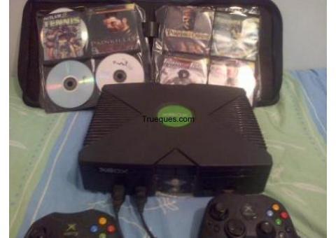 Xbox primera generacion con varios perifericos