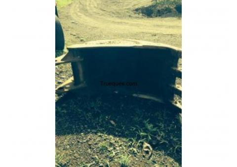 Venta negociable de 2 baldes para excabadora y una zaranda para colar material